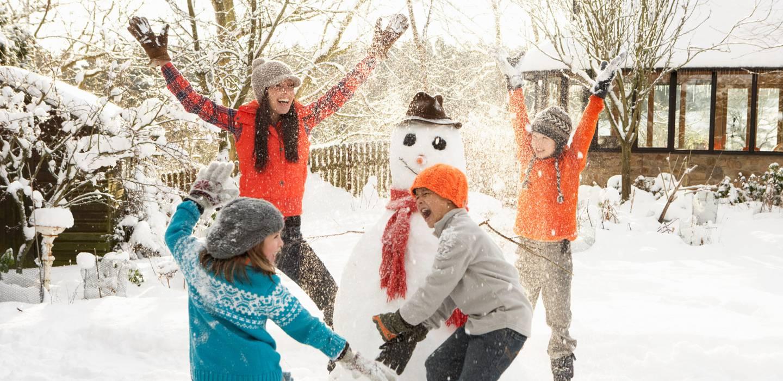 winter-schneemann-familie